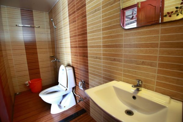 BATHROOM in houseboat
