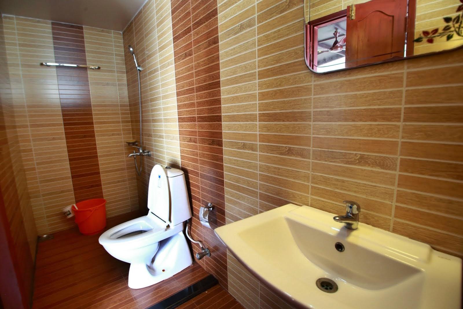 BATHROOM in houseboat