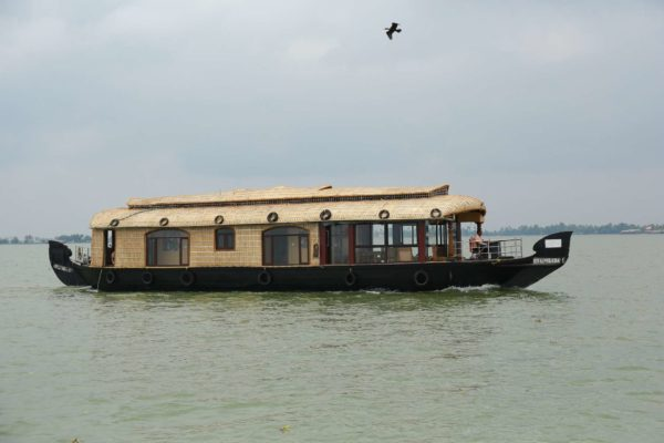 alleppey houseboat in lake