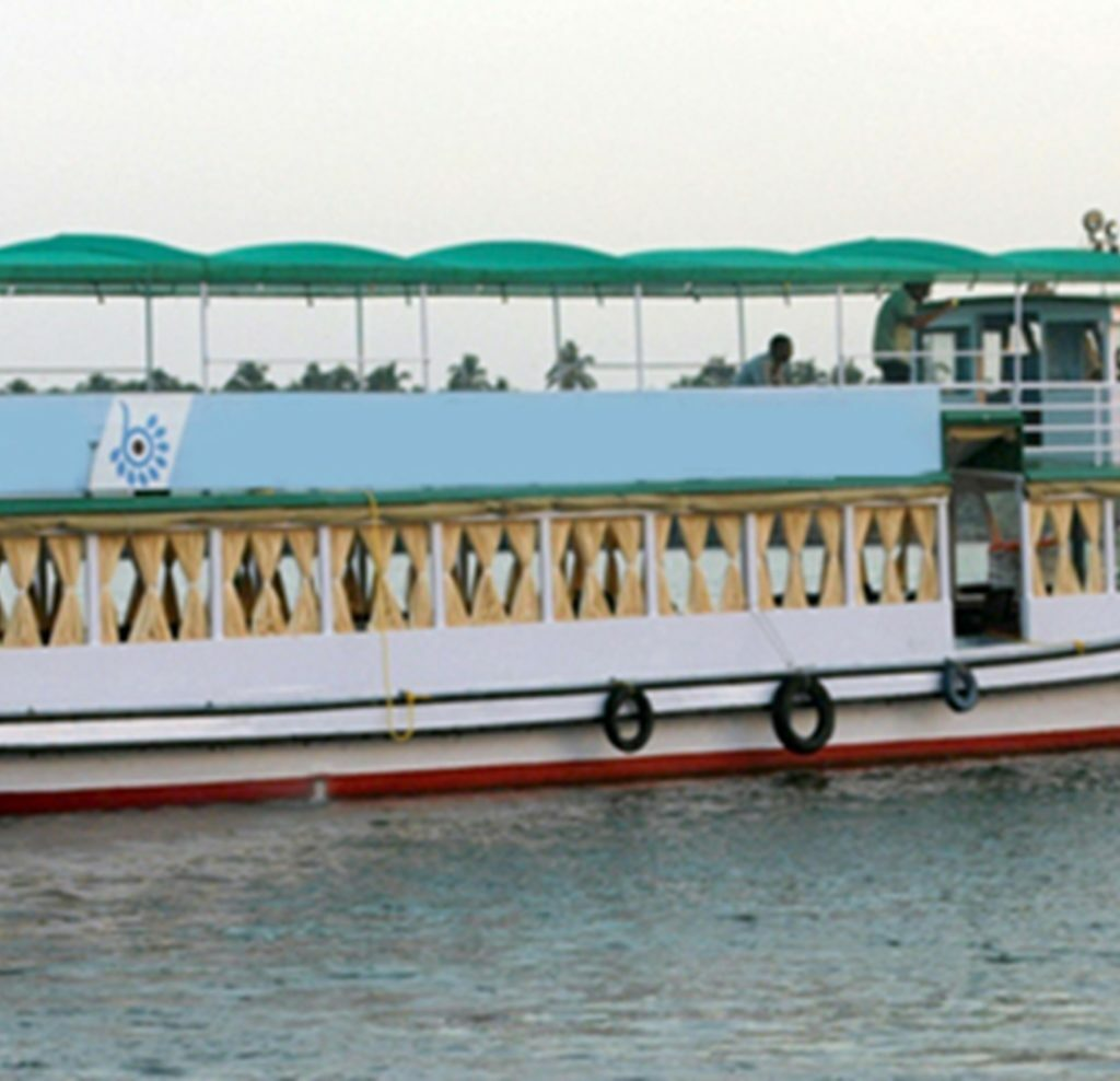 Kumarakom_motorboat