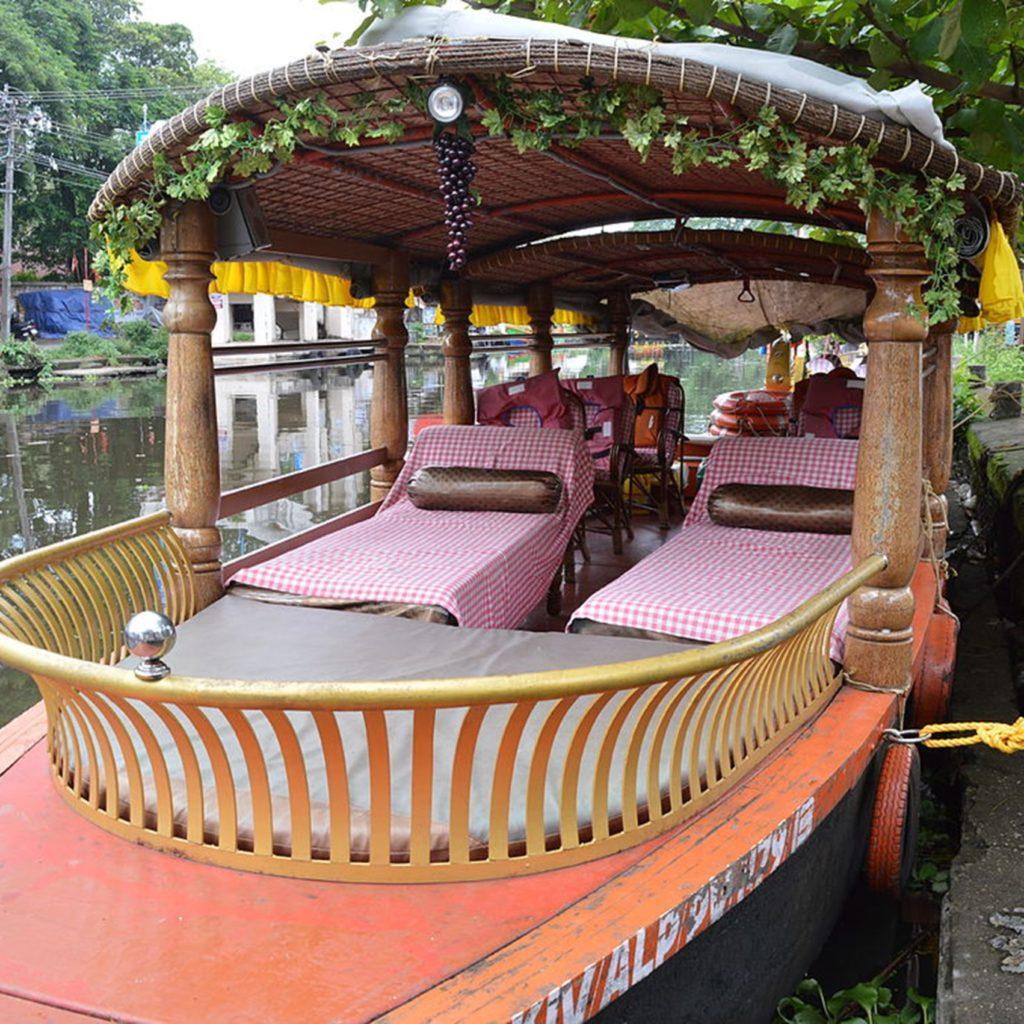Kumarakom_shikaraboat