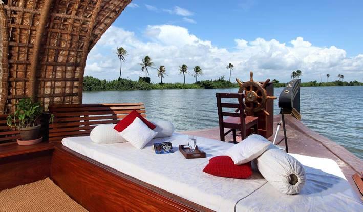 deluxe houseboat alleppey