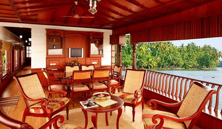 luxury houseboat alleppey