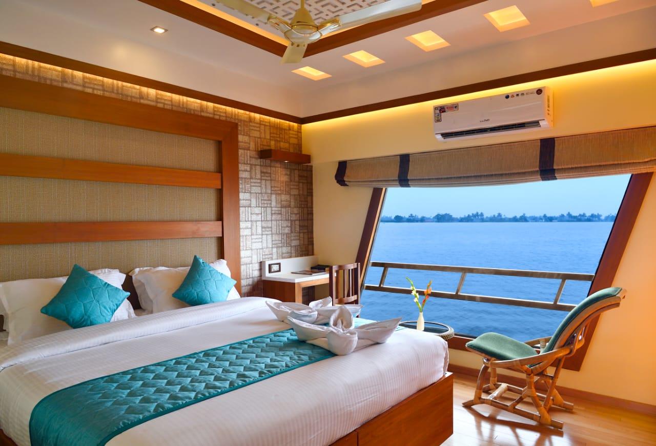 premium houseboat 2 bedroom