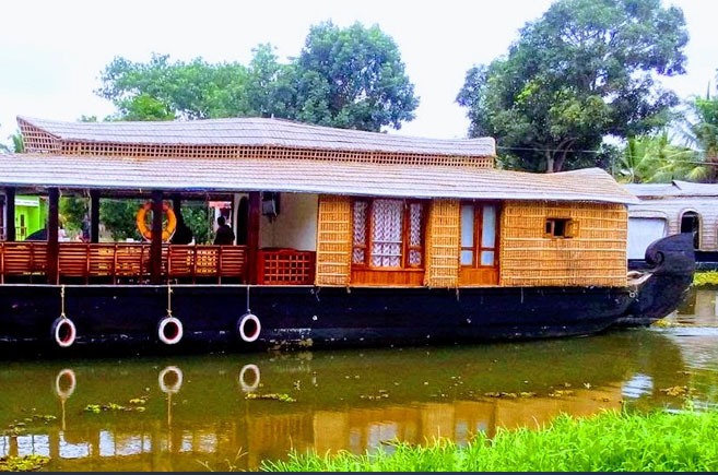 2 bedroom deluxe houseboat alleppey