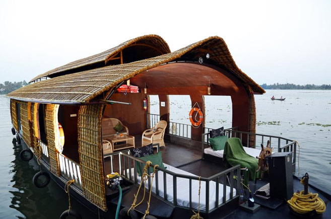 deluxe boat house alleppey