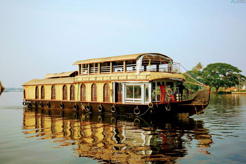 5 bedroom houseboats in alleppey