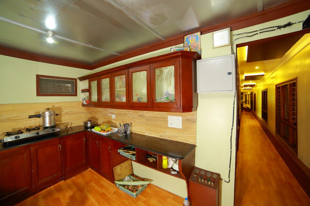 6 bedroom boathouse kitchen