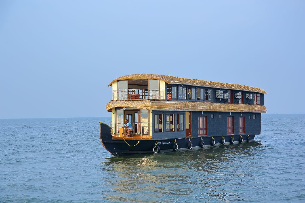6 bedroom premium houseboat