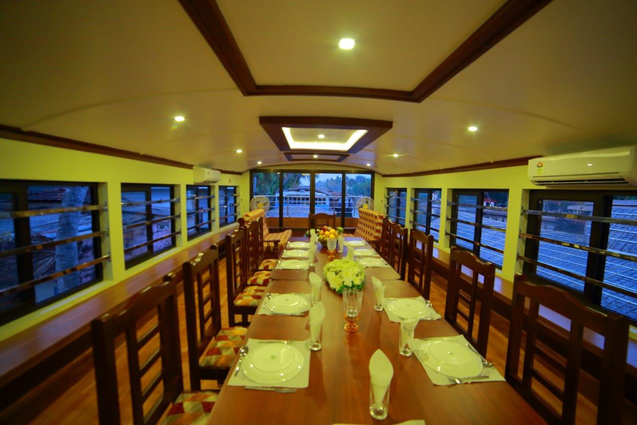 6 bedroom premium houseboats with upperdeck