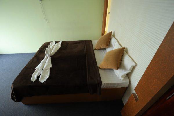 9 bedroom deluxe houseboat alleppey