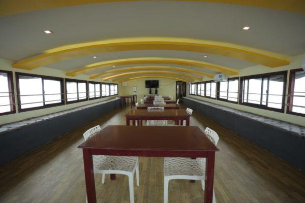 9 bedroom houseboat upper deck