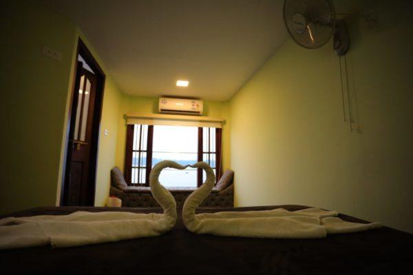 bedroom in 9 bedroom houseboat