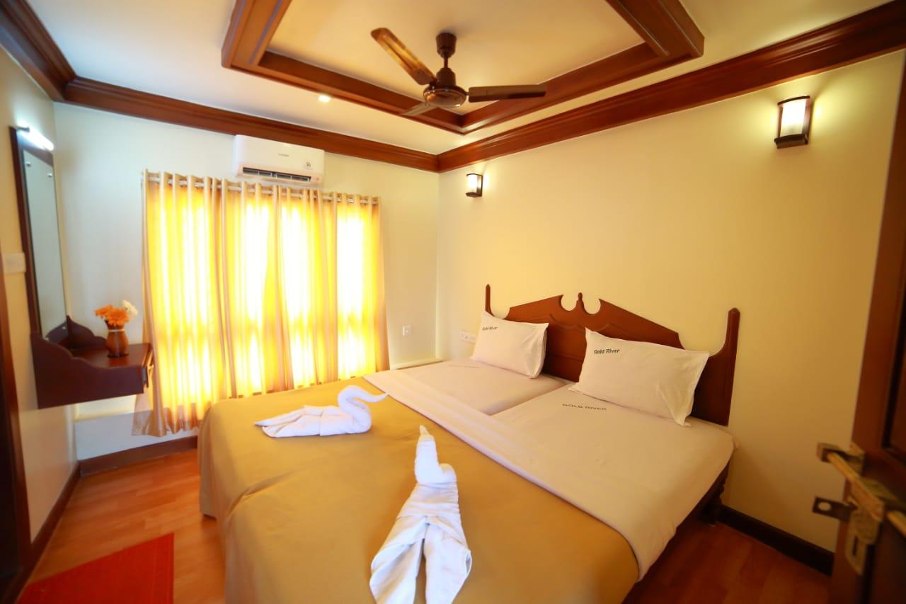 premium 6 bedroom boathouse