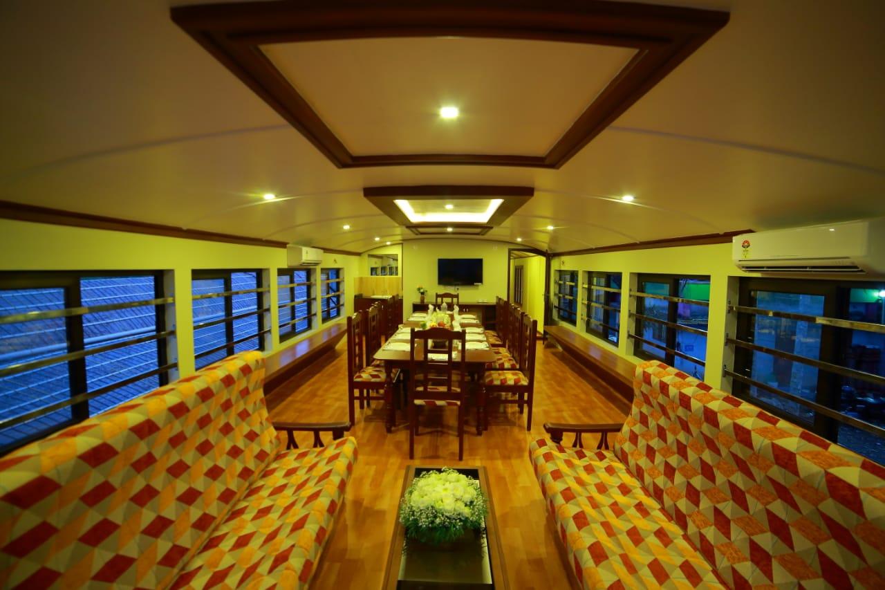 premium upperdeck houseboat