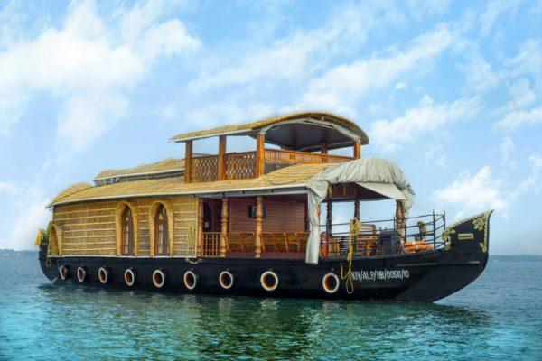 single bedroom ac houseboat with upperdeck