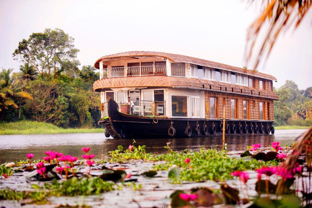shared low budget houseboat alleppey